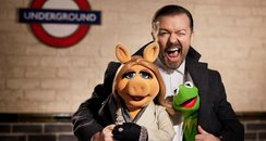 Muppets Most Wanted Ricky Gervais Miss Piggy Kermi
