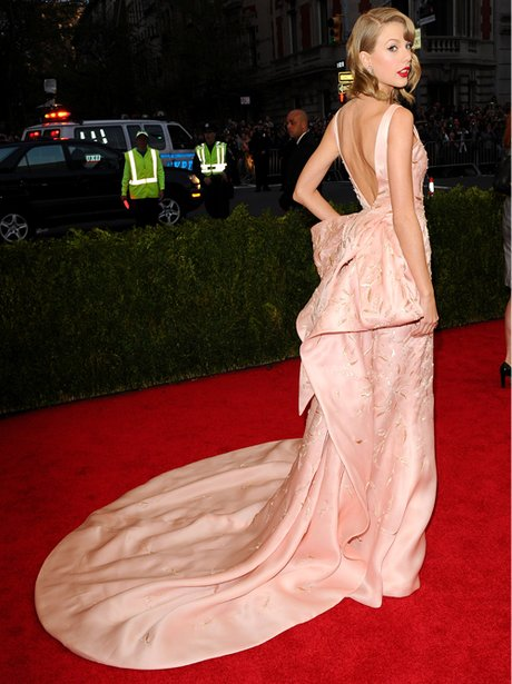 Taylor Swift in a pink dress on the red carpet