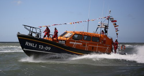 Hundreds celebrate arrival of new lifeboat
