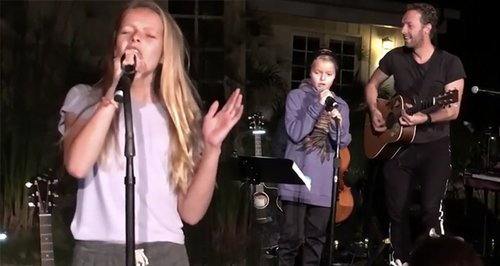 Gwyneth Paltrow's Children Singing On Stage With D
